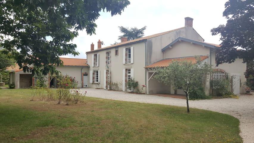 Chambre agréable et spacieuse - La Roche-sur-Yon - Hus