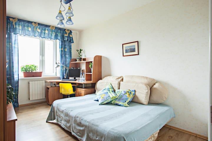 Светлая комната - 2 минуты от метро - Moskva - Apartamento