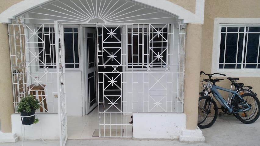 Mariah and Antony's Guesthouse - Portmore - Pension