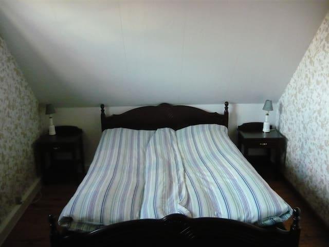 Hyggeligt dobbeltværelse med eget badeværelse - Tappernøje - Hus