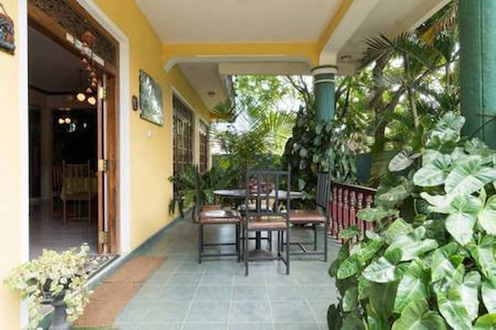 SANDUN UYANA LUXURY HOUSE  - Pilimatalawa - Bed & Breakfast