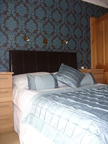 cosy double en-suite close to everything - Ullapool