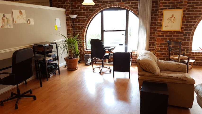 Beautiful loft downtown - Johnson City - Loft