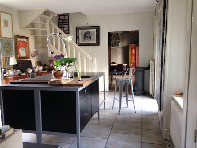 Maison de Maitre in village centre - Saint-Glen - Hus