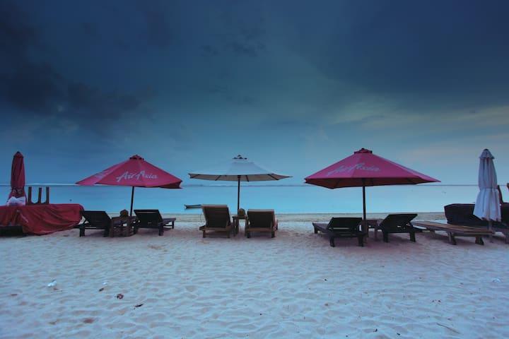 8 BR Pool Resort with Beach Club at Pandawa Beach - Kuta - Bed & Breakfast