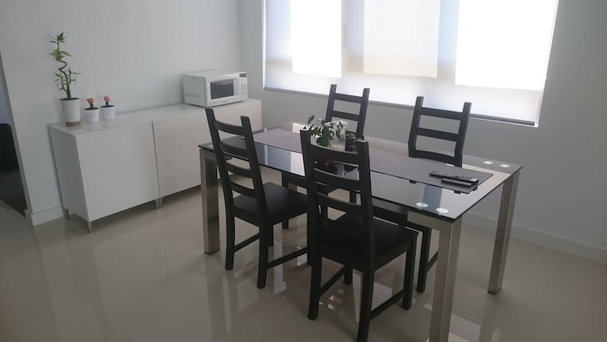 Modern and quiet apartment (with private bathroom) - Parramatta - Appartement