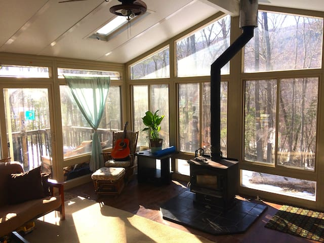 Charming Get-Away Cottage with Lake Access - Newton - Hus