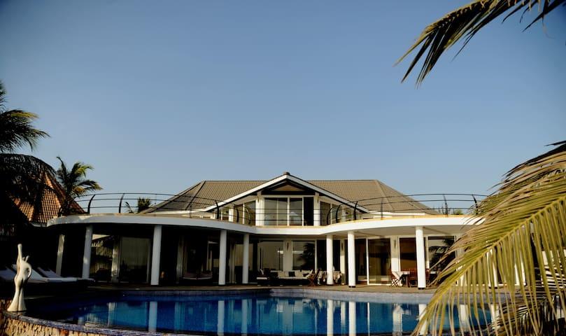 villa contemporaine bord de mer de 900m2 avec pisc - Saly