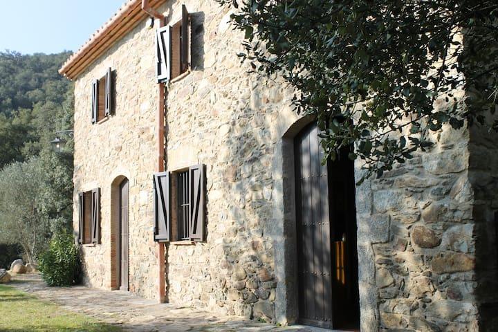 Masía de piedra en el Alt Ampurdà - Girona - Casa