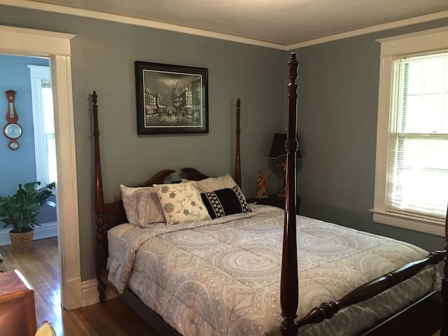 Private Room & Reading Porch in Historic West Side - Springfield - Ev