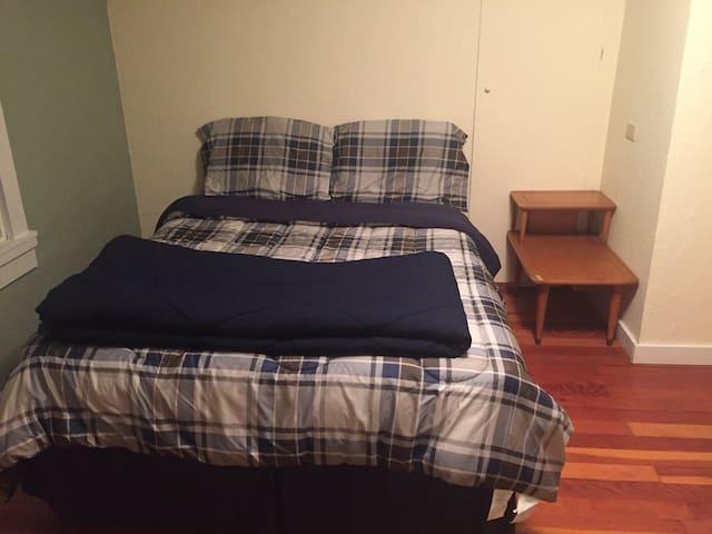 Spacious Farmhouse: PA room - Chehalis - Appartement