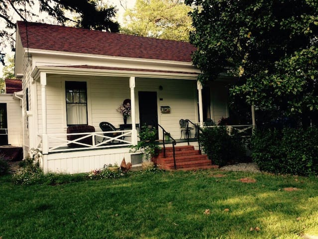 Historic home in a lovley  location near downtown - Ukiah - Casa