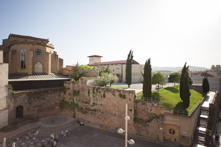 Apartament centric amb terrassa - Manresa - Apartamento