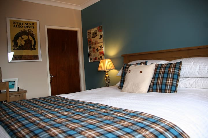 Mere Cottage B & B, Hemingway Room - Alsager - Bed & Breakfast