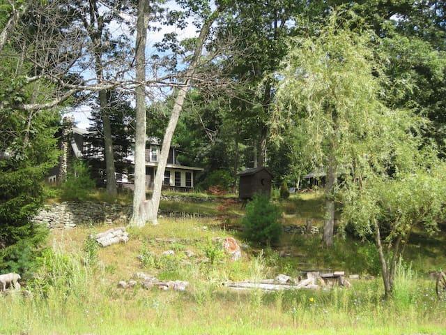 2 bedroom home, near pond and brook - Westford - Hus