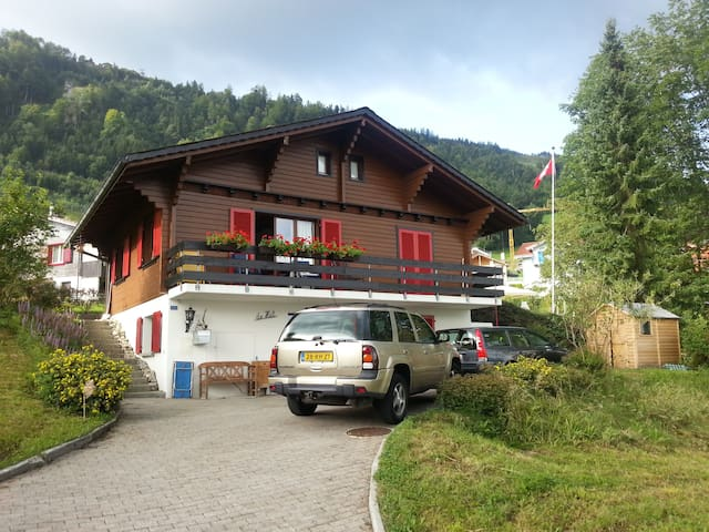 Charming Swiss chalet with amazing view over lake - Emmetten - Chalet