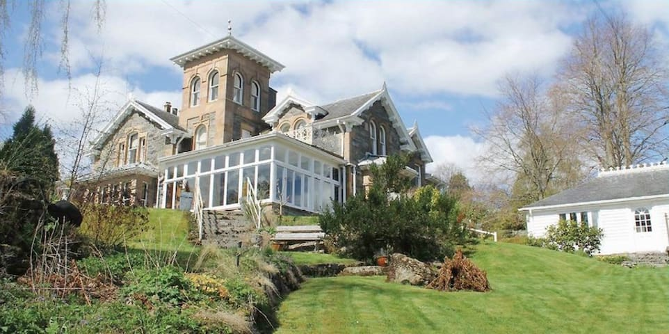 Tower Room Highlands of Scotland at Holly Lodge - Strathpeffer - Bed & Breakfast