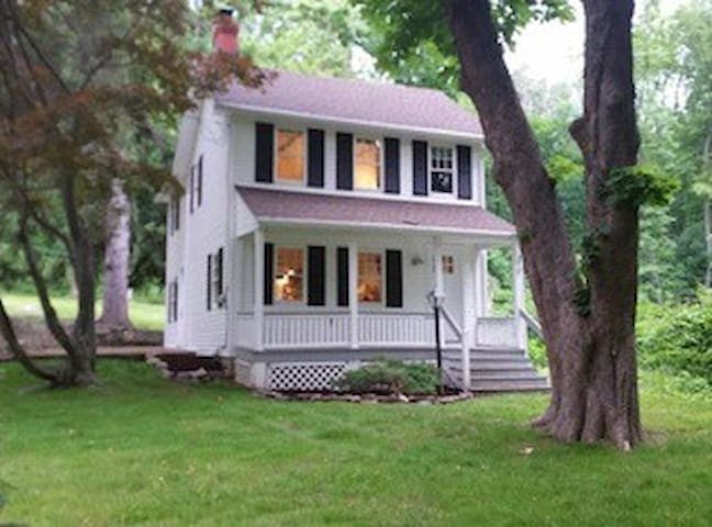 The Cottage - Perfect since 1860 AirBnB SUPER HOST - Boonton - Huis