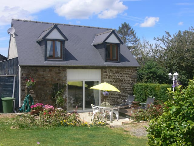B&B with Pool Nr. Le Mont St Michel - Isigny-le-Buat - Bed & Breakfast