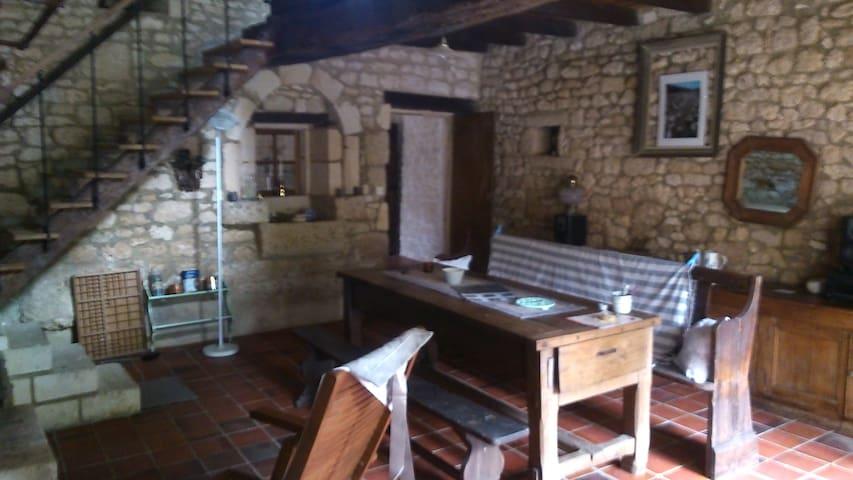 Maison ancienne atypique - Saint-Porchaire - Ev