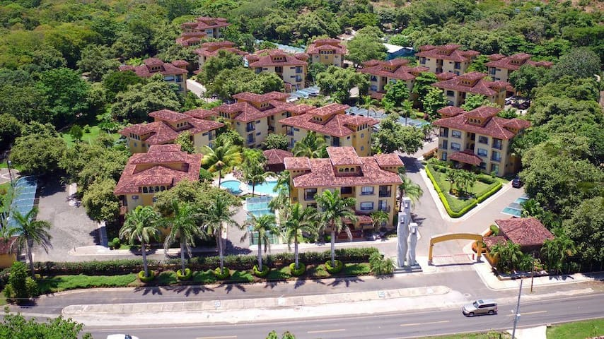 Upscale Condo minutes from Playa Tamarindo - Villareal