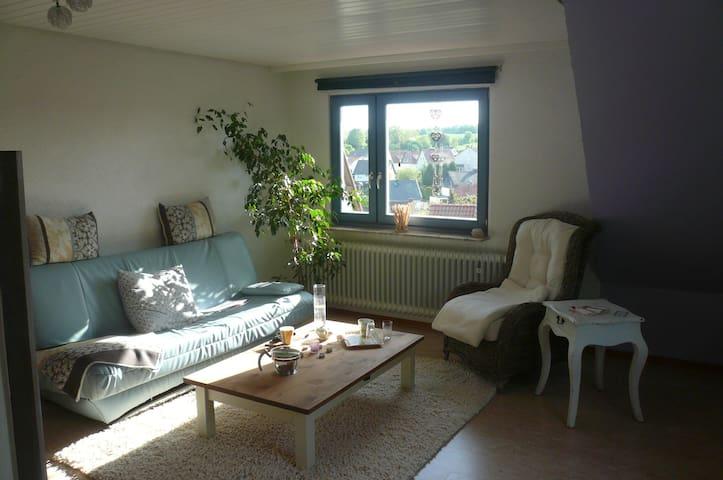 Großes Zimmer mit eigenen Bad - Fuldatal - Huis