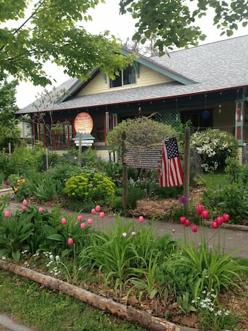 Gardened Wellness Center town/lake- Permaculture - Polson - Casa