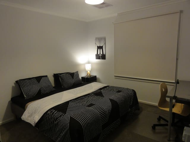 Private bedroom (2 beds) close to the CBD - Enfield - Ev