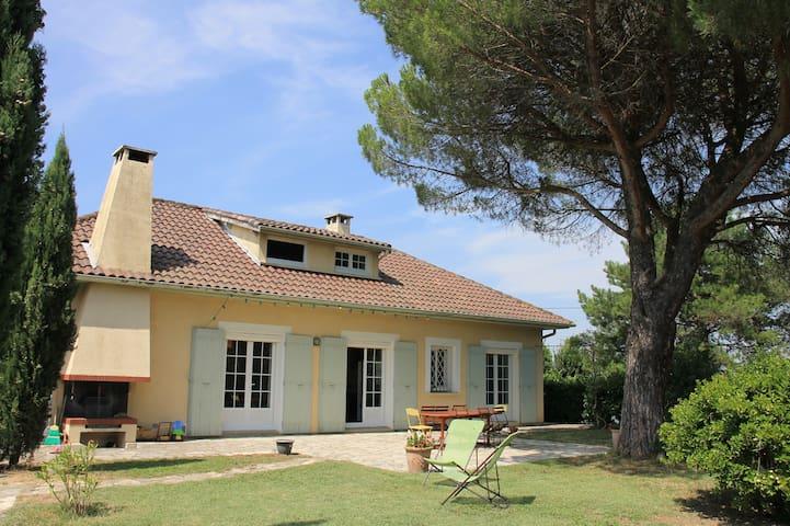 Belle villa de 250m² avec piscine, proche Toulouse - Montgiscard - Vakantiewoning