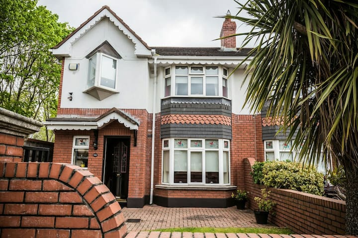 Great location! close by coast/city - Clontarf - Bed & Breakfast