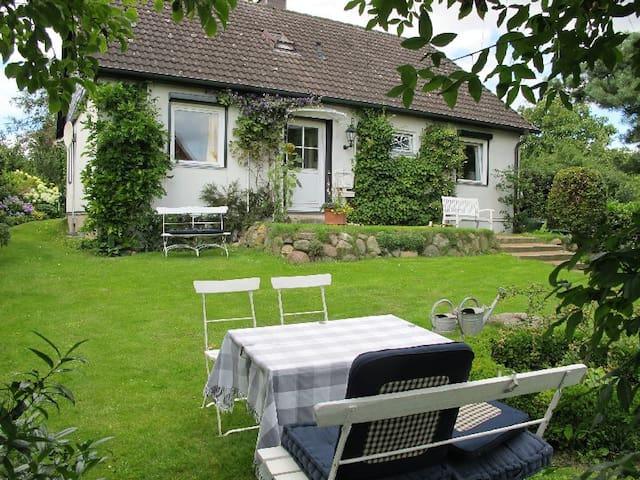 helles Doppelzimmer m. Vordergarten - Ratzeburg - Bed & Breakfast