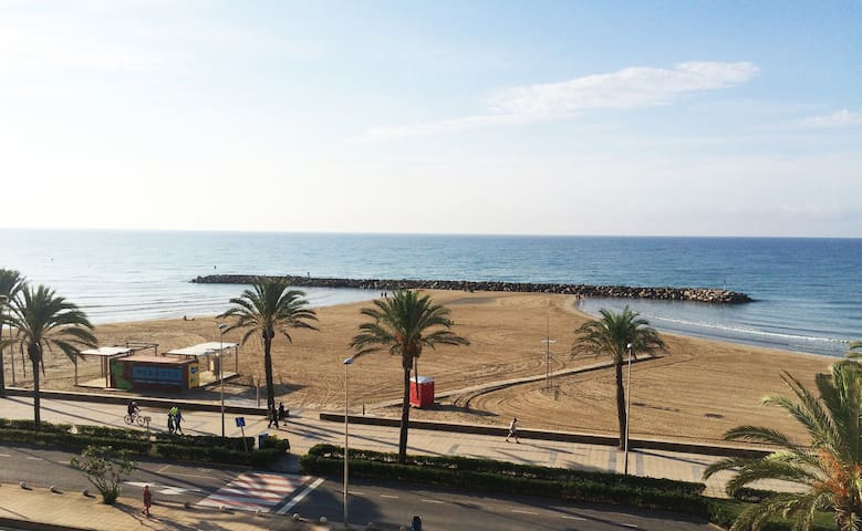 Amazing Apt. + huge roof private terrace seafront - Cunit