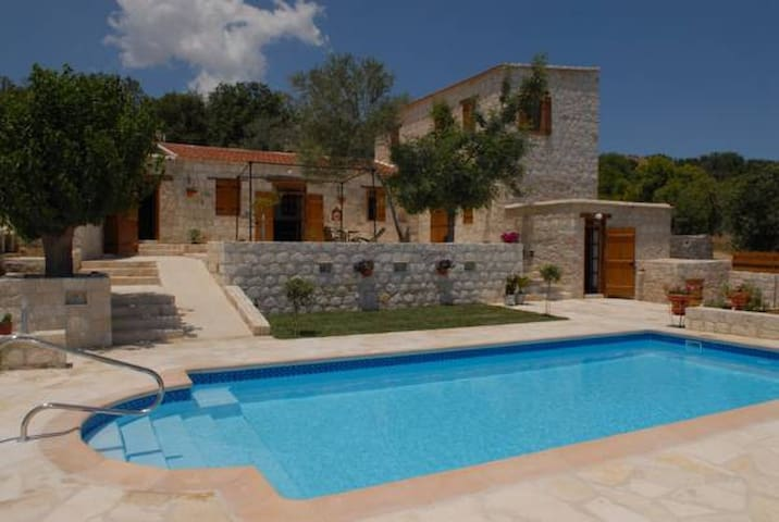 Entire Complex of 5 houses-8 bedrooms - Paphos