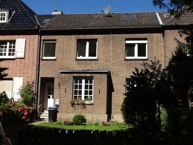 Möblierte Erdgeschosswohnung - Wesel - Apartamento