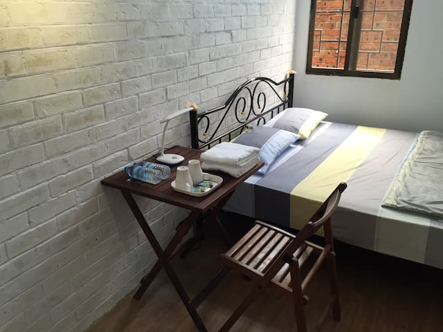 Double Bed Private Room~Roly Hostel - Yangon - Internat