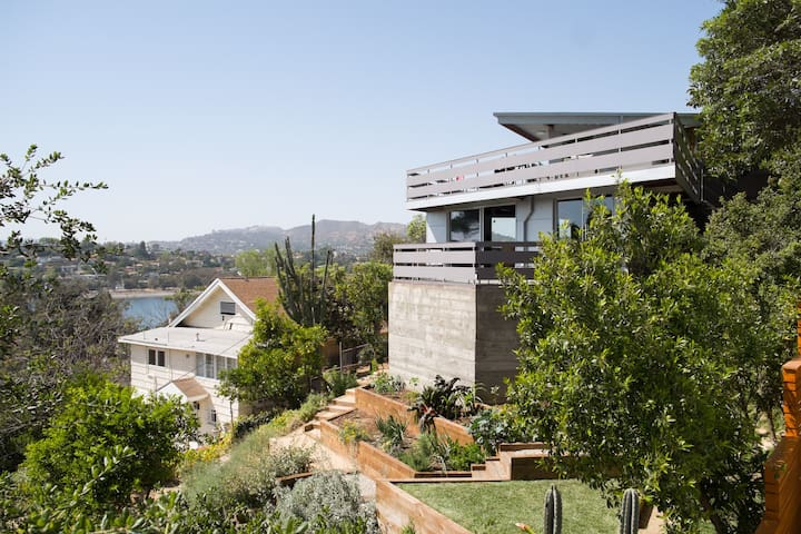 Architectural with Dazzling Views - Silver Lake - House
