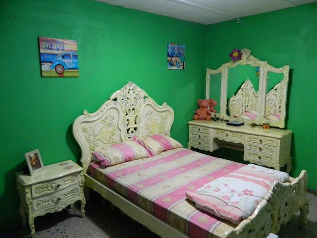 Habitación y baño privado - Maracaibo - Huis