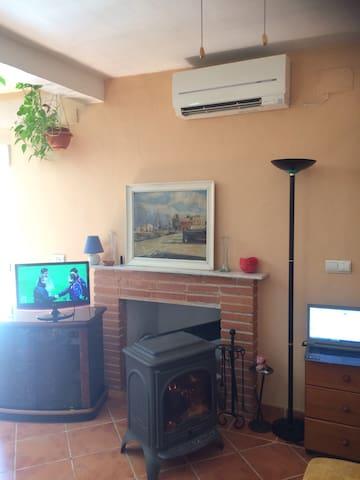 Charming country farmhouse + wifi - Lliria - Huis