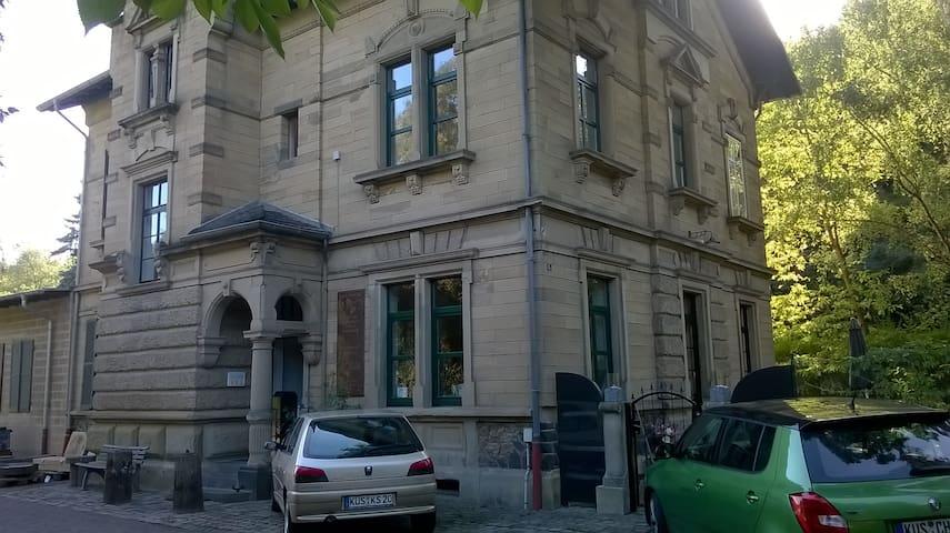 Helle Unterkunft in altem Bahnhof mit eigenem Bad - Lauterecken - Daire