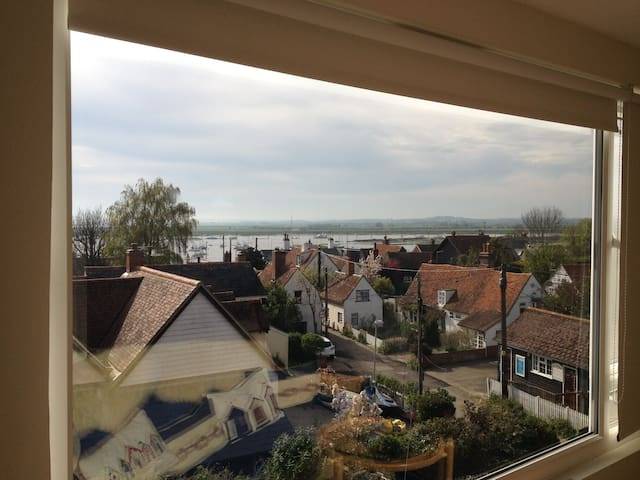 House with stunning view over Old Mersea to Sea - West Mersea - Hus
