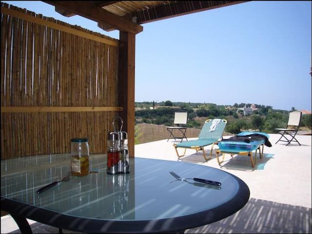 Bungalow with stunning valley views - Chamalevri - Bungalo