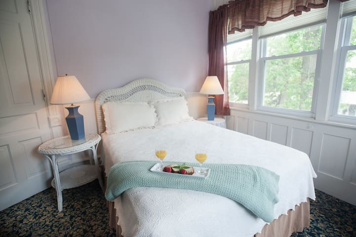 The Sweet Violet Room in my boutique hotel - Taylorville - Boutique-hotell