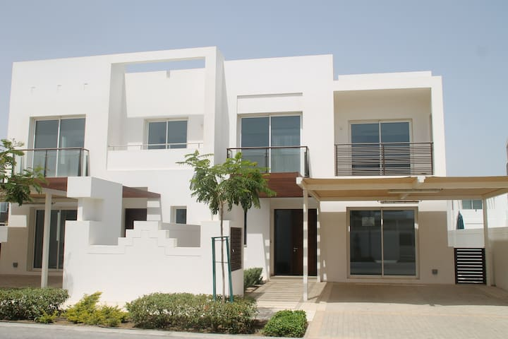 Quiet Room in The Wave near Airport - Muscat