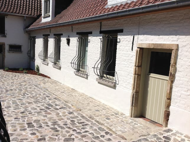 Boerderijtje/farmhouse - Ninove - Ev