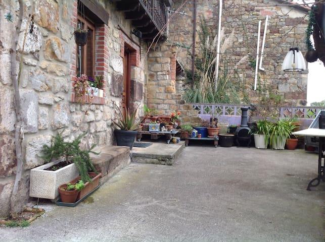 Casa campo 2 habitaciones dobles - Parbayón, Cantabria, ES - Casa