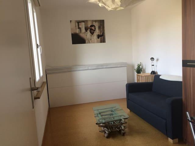 Small and familiar Room - Wiler bei Utzenstorf - Lägenhet