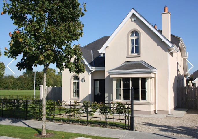 Touch Of Class In The Country. - Suncroft - Huis