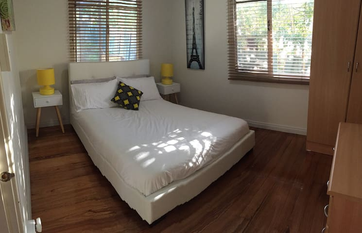 Fresh DB Room with Parking - Doveton - House