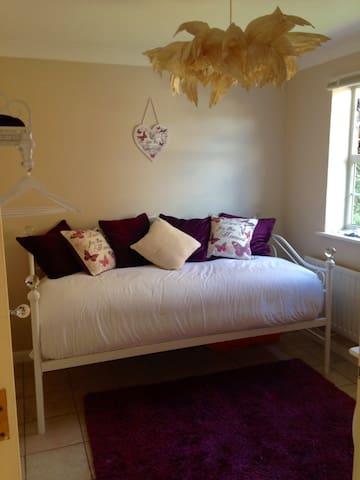Beautifully decorated bedroom for 1 - Dartford - Rumah