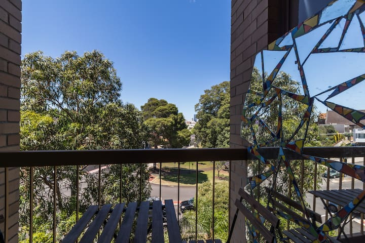 Entire unit with carbay & parkviews - Mount Lawley - Wohnung